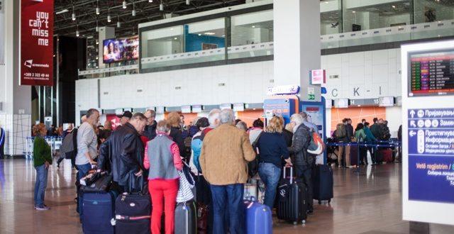 На аеродромите во Скопје и Охрид 1,2 милиони патници во првата половина од годината