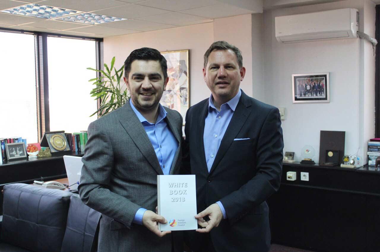 """Средба Бектеши – Петер: Препораките од """"Белата книга 2018""""  се добра основа за унапредување на инвестициските потенцијали на земјава"""
