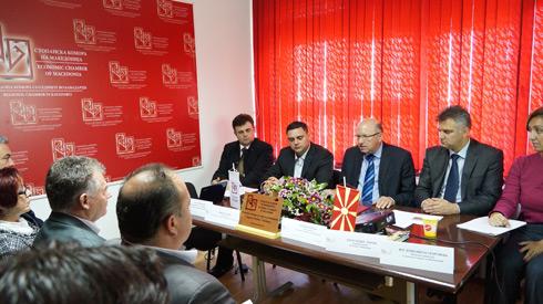 Во новоотворената канцеларија на Регионалната комора со седиште во Кавадарци средба на  претставниците од бизнис-заедницата и единиците на локалната самоуправа – градоначалниците на општините од Вардарскиот регион - ВО ЗАЕДНИЧКИ УТВРДЕНИТЕ ПРИОРИТЕТИ АКЦЕНТ НА  ИНФРАСТРУКТУРАТА